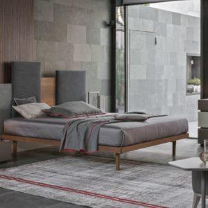 urban style; letto legno e tessuto;