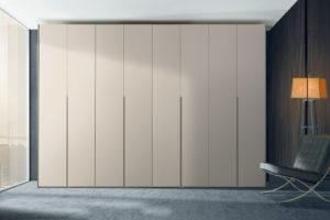 armadio moderno laccato;